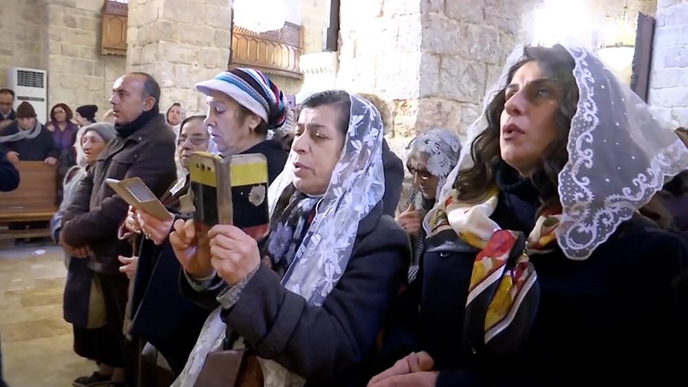 Прихожане в армянском храме в Сирии