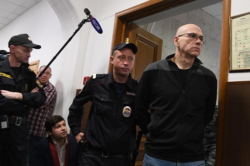 Бывший министр финансов Московской области Алексей Кузнецов (справа)