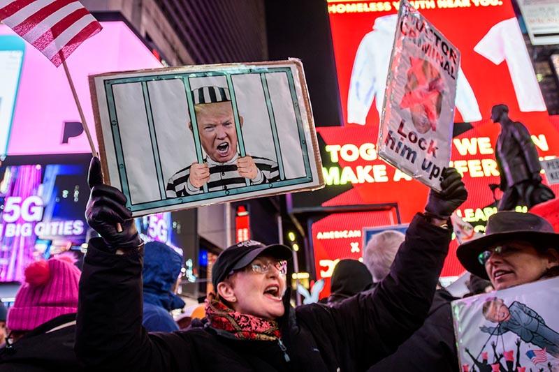 Митинг за импичмент в США
