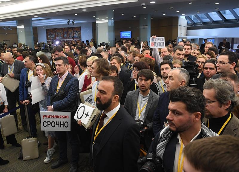 Журналисты перед началом ежегодной большой пресс-конференции Владимира Путина