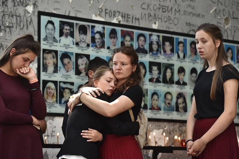 Жители Беслана во время траурных мероприятий