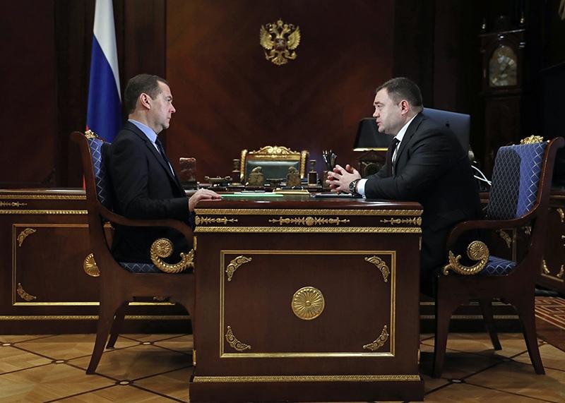 """Дмитрий Медведев и председатель ПАО """"Промсвязьбанк"""" Петр Фрадков"""