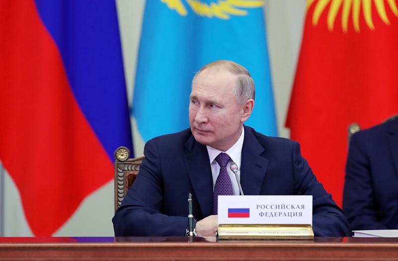 Владимир Путин принимает участие в заседании Высшего евразийского экономического совета