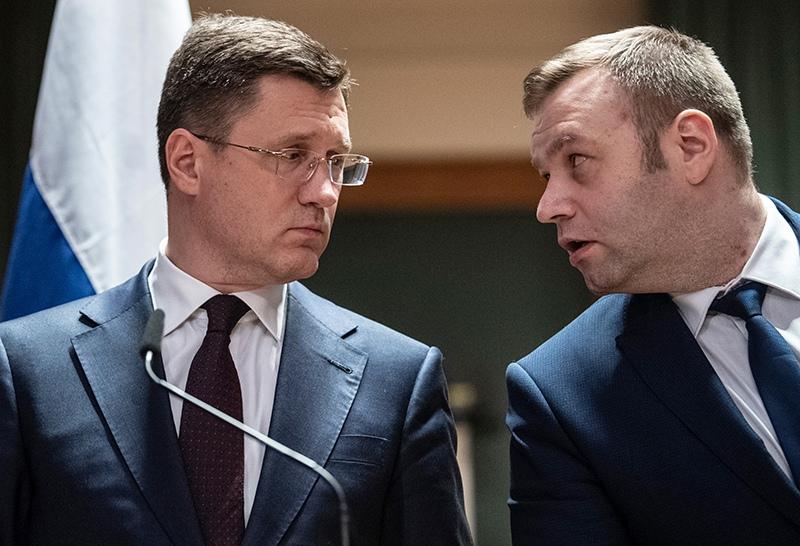 Александр Новак (слева), министр энергетики России и Алексей Оржель, министр энергетики Украины