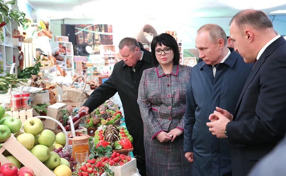 Владимир Путин посетил выставку, где представлена сельскохозяйственная продукция Адыгеи