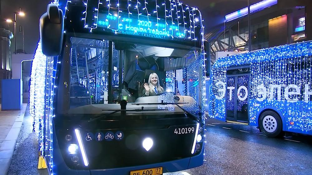 Новогодний электробус