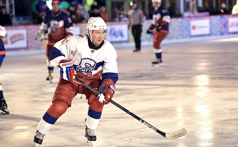 Владимир Путин принял участие в товарищеском матче Ночной хоккейной лигидимир