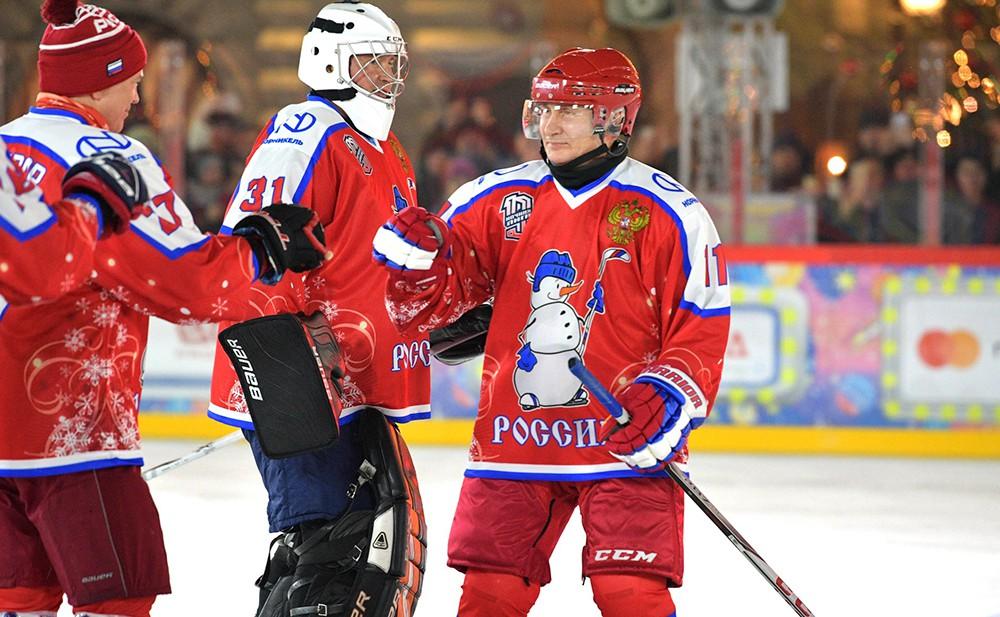 Владимир Путин принял участие в товарищеском матче Ночной хоккейной лиги