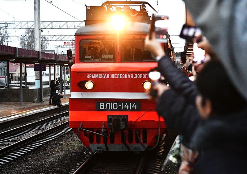 """Поезд """"Таврия"""" прибыл из Москвы в Симферополь"""