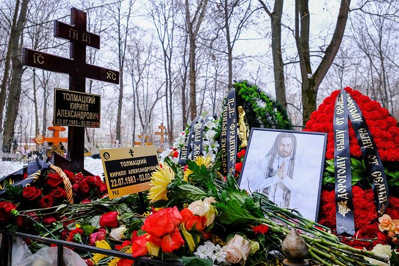 Могила рэпера Децла (Кирилла Толмацкого) на Пятницком кладбище