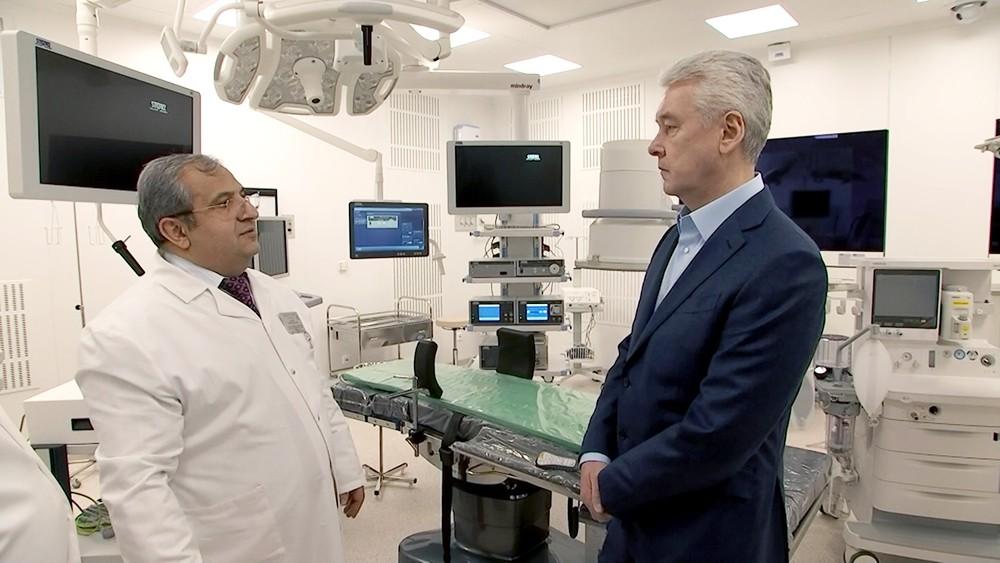 Сергей Собянин осматривает больницу
