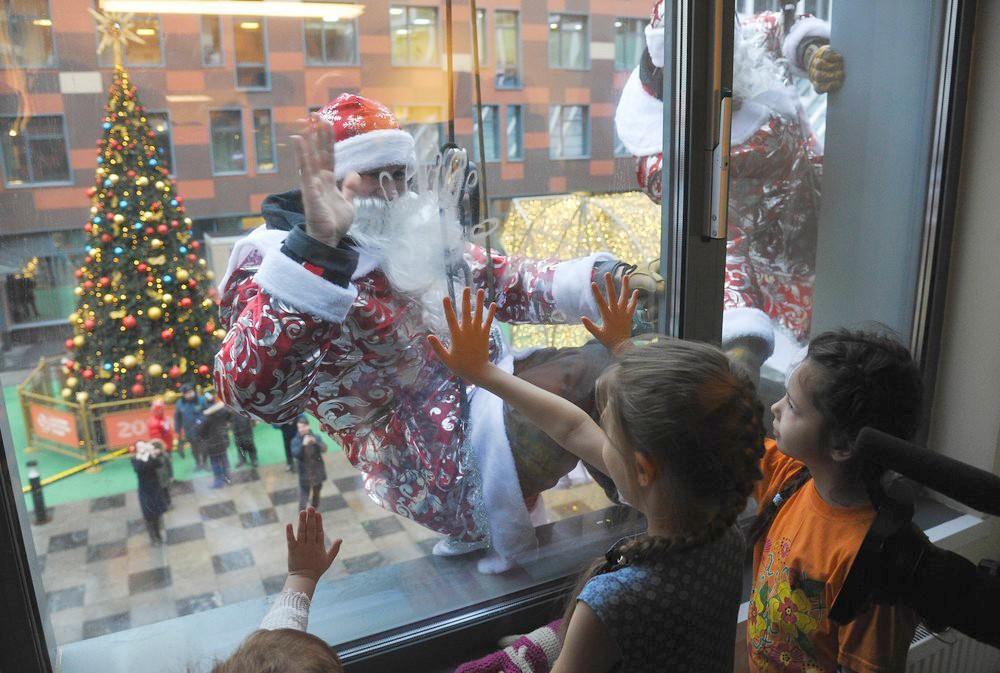 Деды Морозы в Морозовской детской больнице