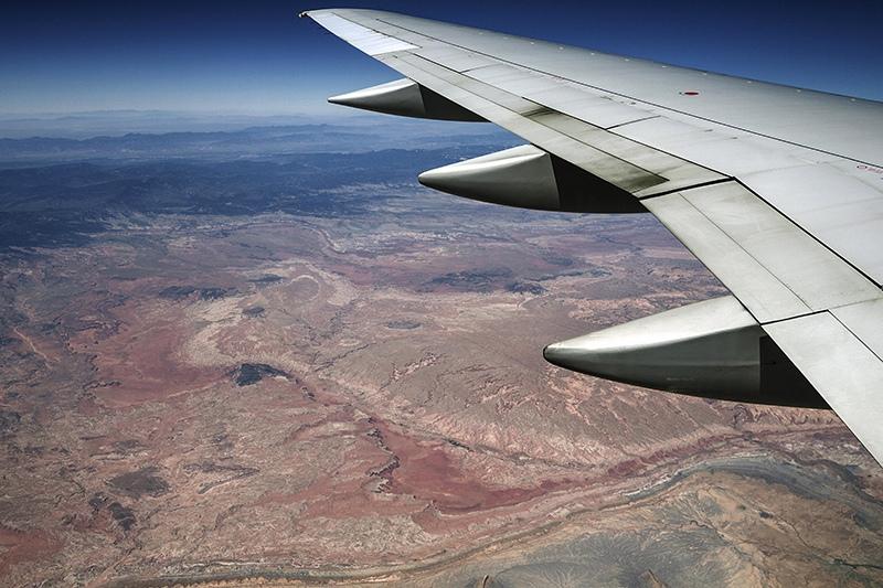 Самолет над пустыней