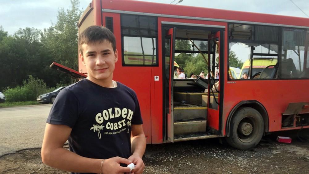 Данил Юлдашев, помогший людям во время ДТП с участием автобуса