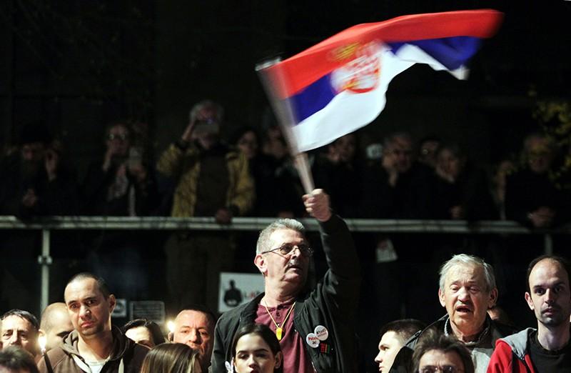 Участники митинга в Белграде