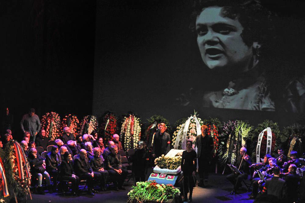 Церемония прощания с Галиной Волчек