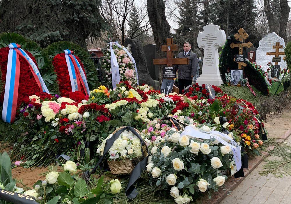 Могила Галины Волчек на Новодевичьем кладбище