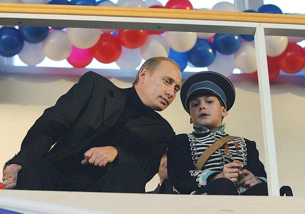 Президент России поздравил учеников и наставников детской школы верховой езды