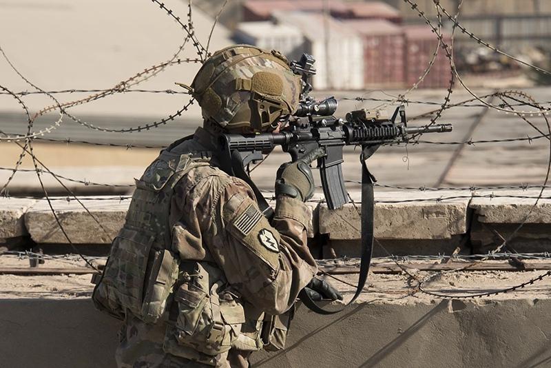 Американский солдат во время спецоперации в Багдаде