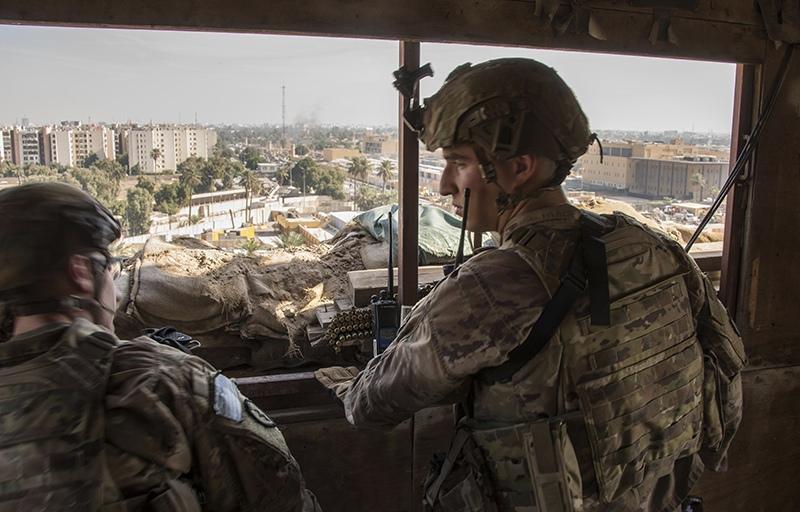 Американские солдаты во время спецоперации в Багдаде