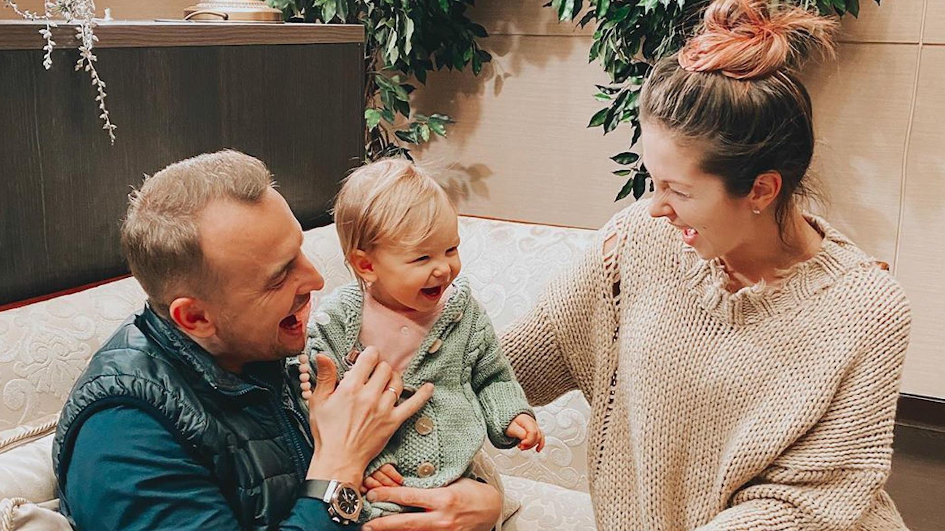 Певица Нюша (Анна Шурочкина) с семьей