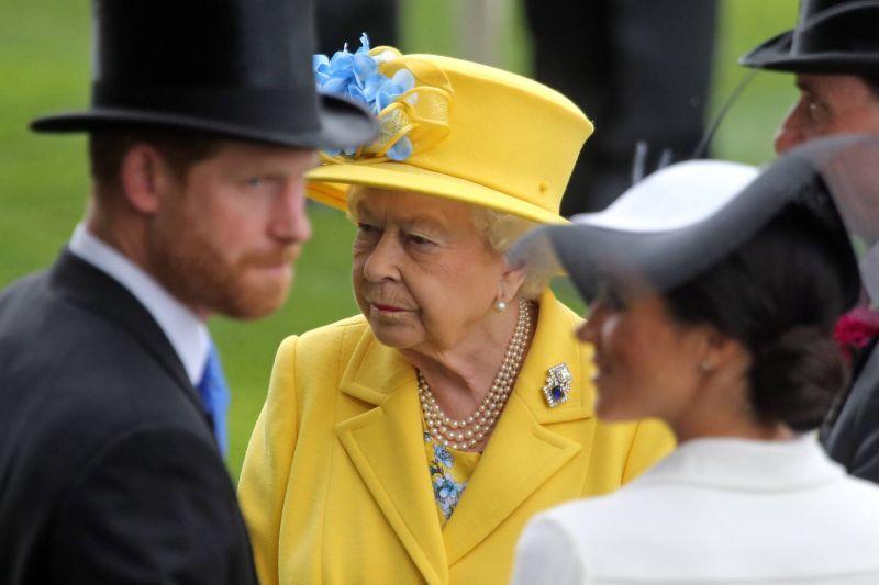 Елизавета II с принцем Гарри и Меган Меган