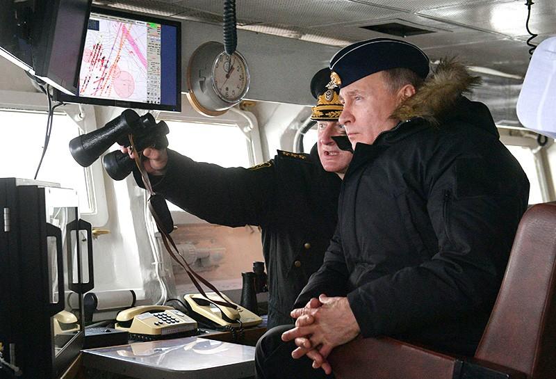 Владимир Путин во время военно-морских учений