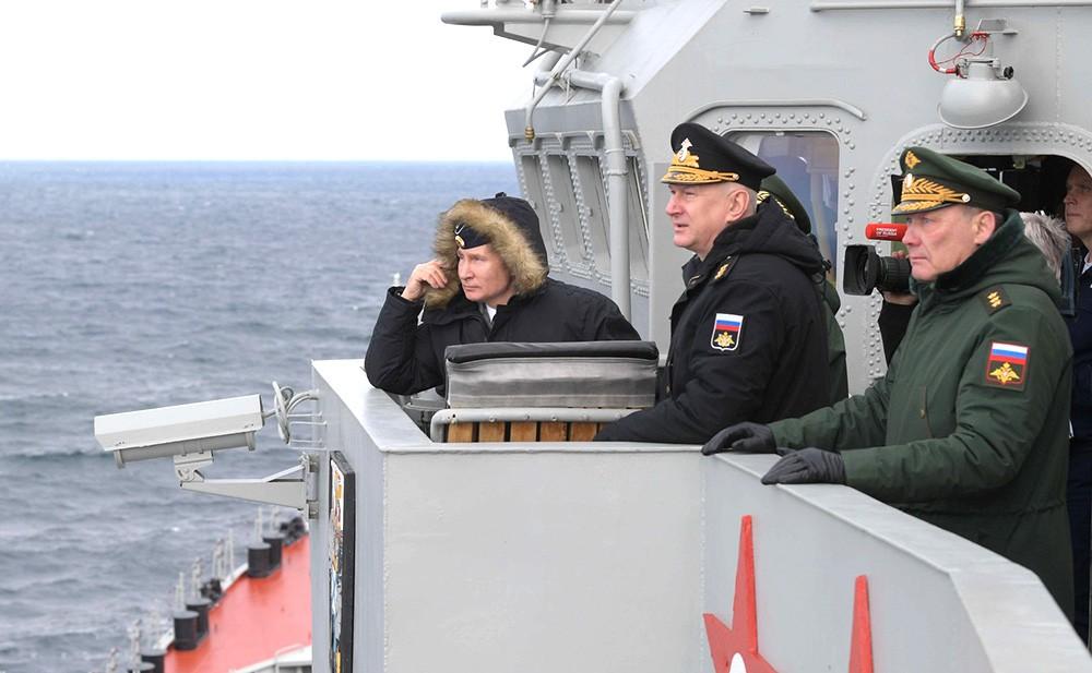 """Владимир Путин на борту ракетного крейсера """"Маршал Устинов"""""""
