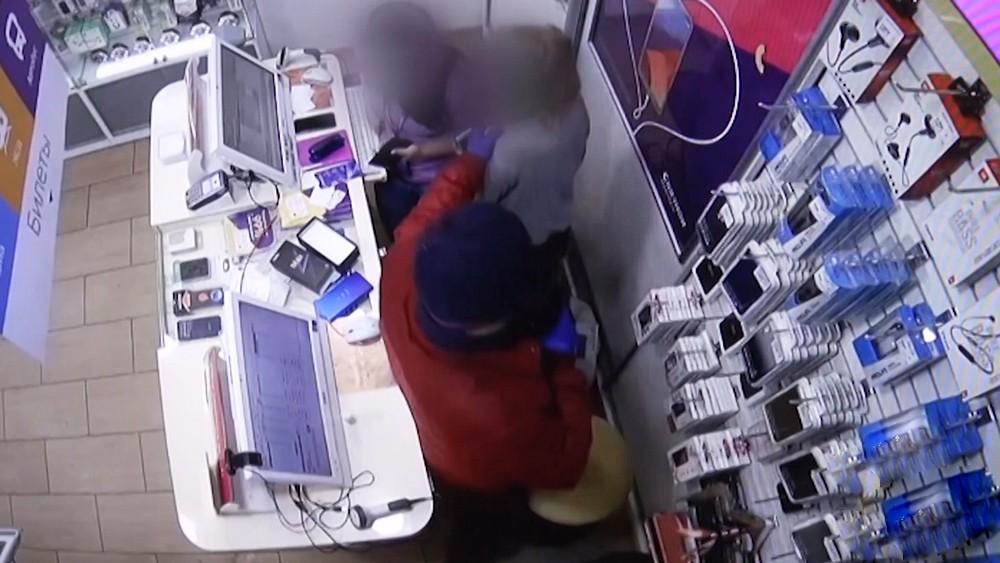 Нападение на салон сотовой связи
