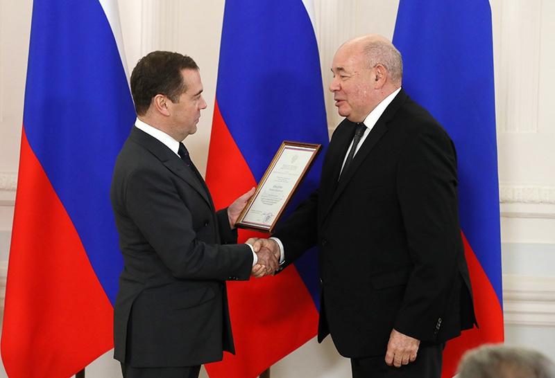 Дмитрий Медведев вручил правительственные премии в области СМИ