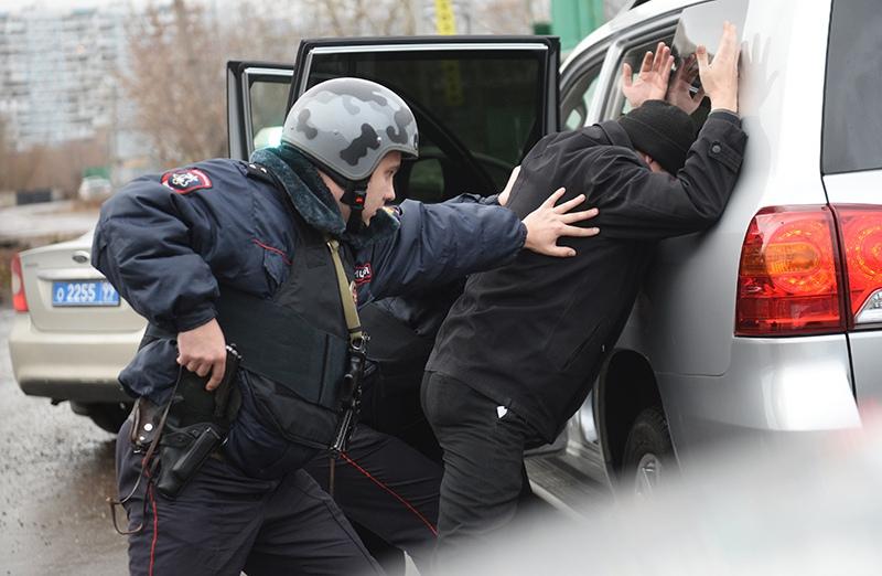 Полиция во время задержания