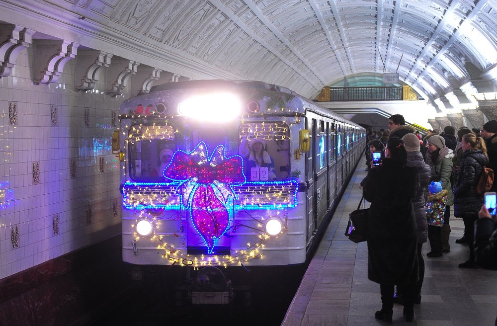 Новогодний поезд метро