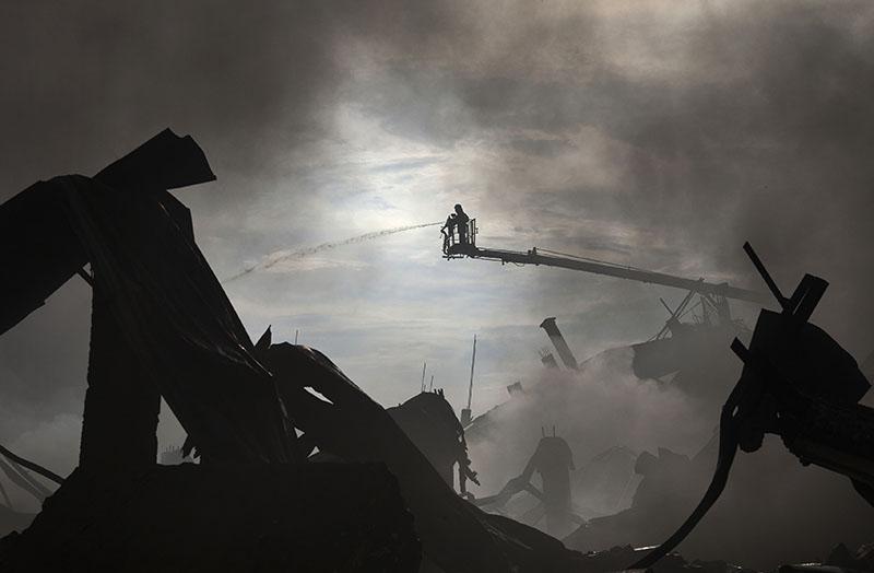 Мощный взрыв прогремел на нефтехимическом заводе в Испании