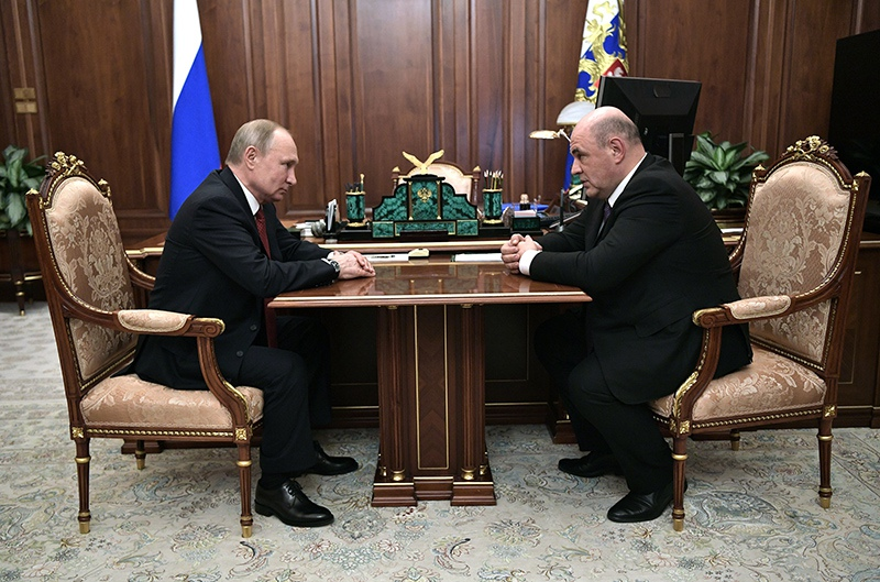 Владимир Путин и Михаил Мишустин во время встречи