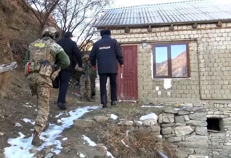 Сотрудники ФСБ и полиции