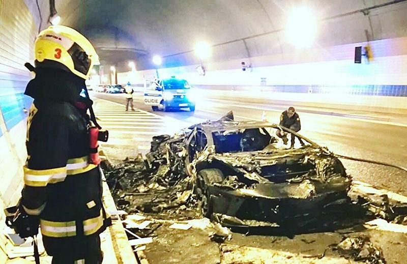 Сгоревший автомобиль Lamborghini