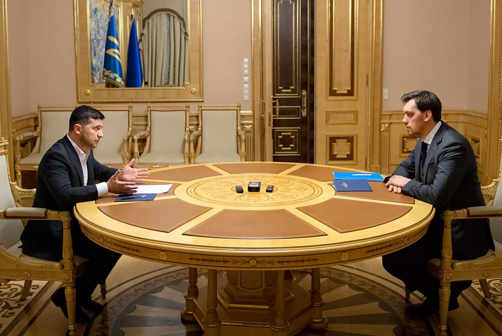 Владимир Зеленский и премьер-министр Алексей Гончарук во время встречи