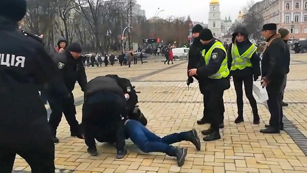 Украинская полиция задерживает радикалов