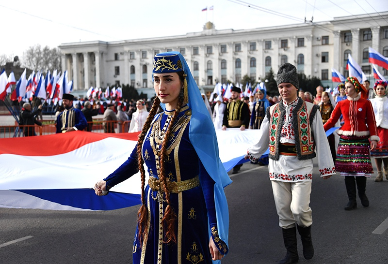 Праздничное шествие в Крыму