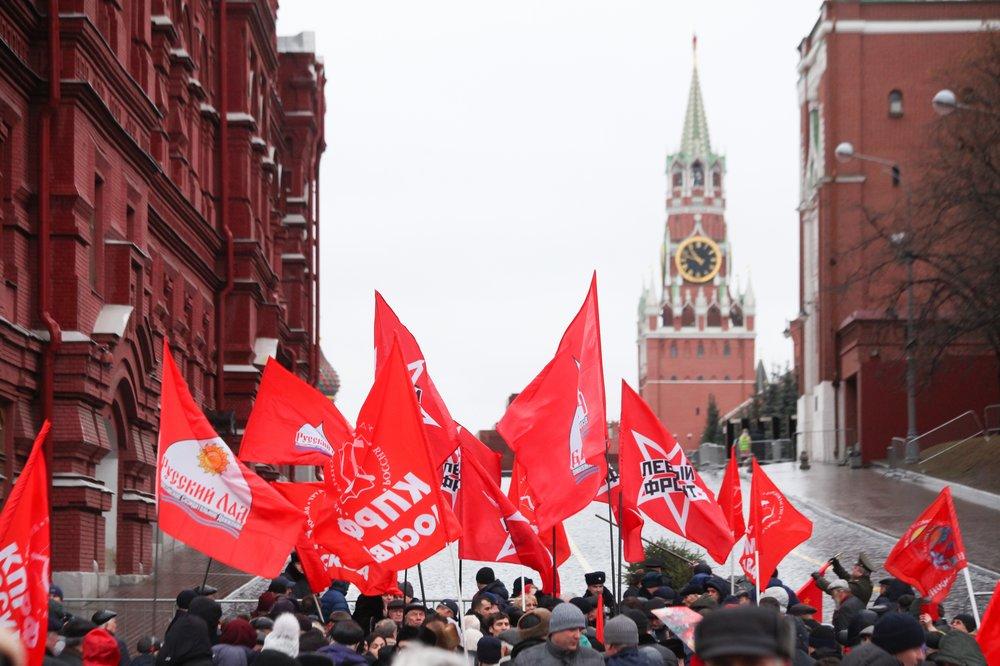 Возложение венков и цветов к Мавзолею Владимира Ленина