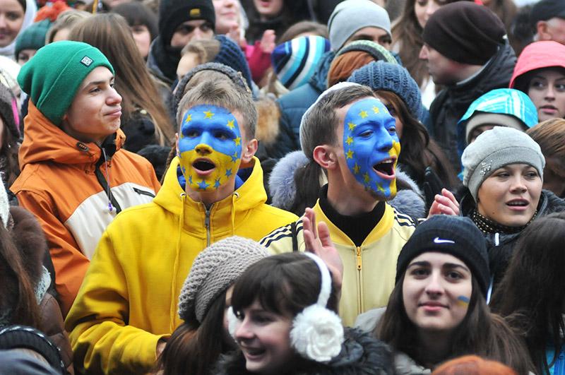 Участники митинга сторонников евроинтеграции на Украине