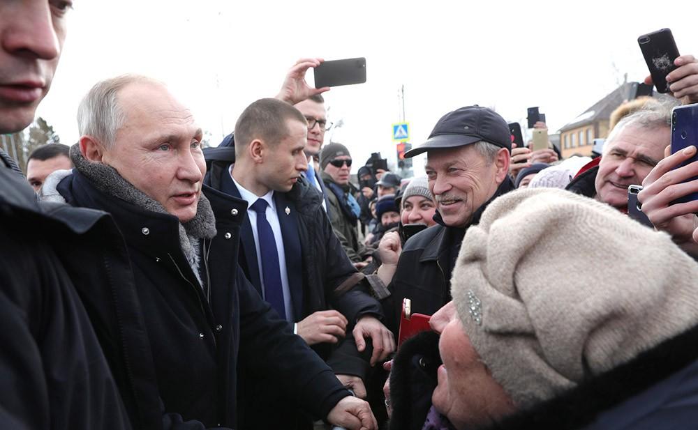 Владимир Путин и жители города Усмань