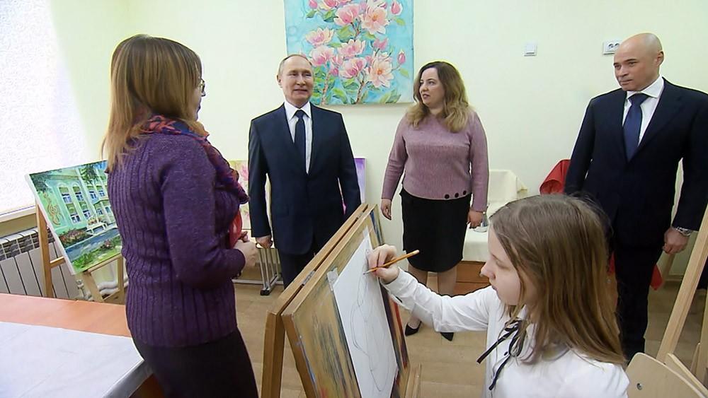 Владимир Путин посетил школу искусств в Липецкой области