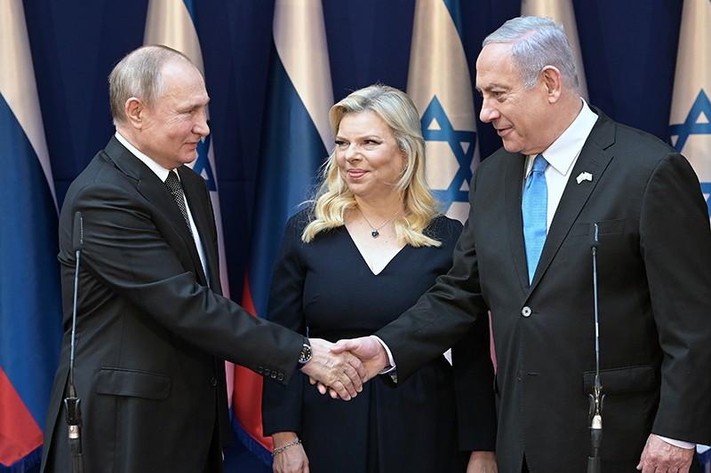 Владимир Путин и премьер-министр Израиля Биньямин Нетаньяху с супругой Сарой