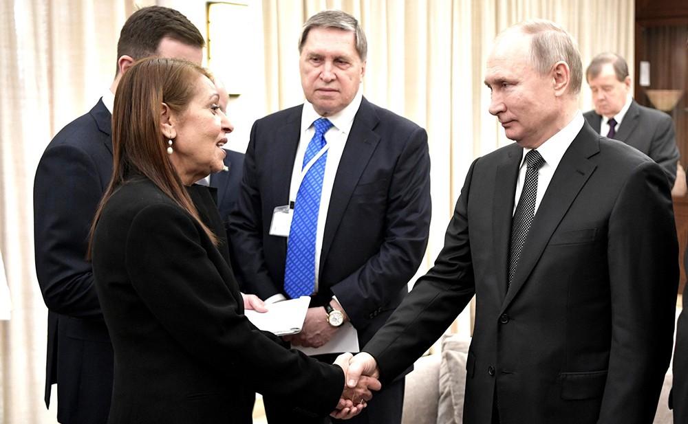 Владимир Путин и мать осужденной в России израильтянки Наамы Иссахар Яфрой