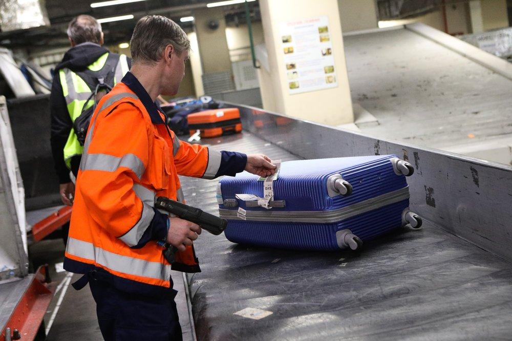 Работа багажной службы аэропорта