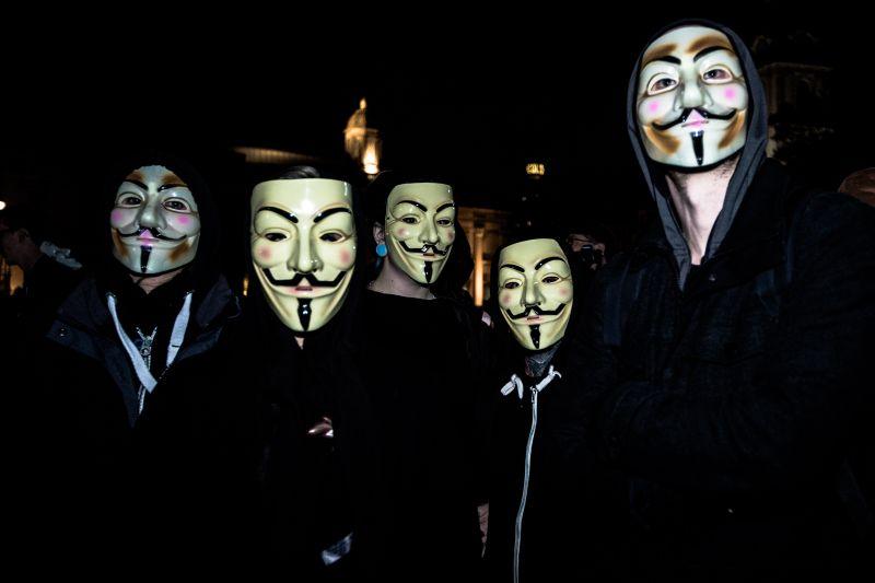 Люди в масках Гая Фокса
