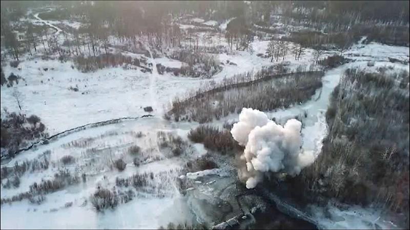 Подрывные работы на реке Чедан