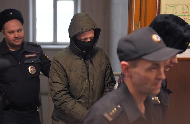 Избрание меры пресечения полицейским по делу И. Голунова