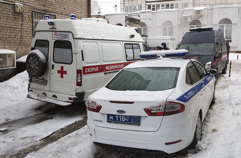 Автомобили правоохранительных органов и скорой помощи